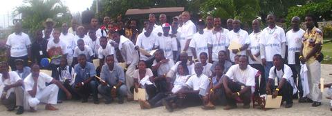 Les bénéficiaires du projet 'Leve Figi Bèlè', après la remise des certificats