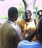 Kossi Assou répondant aux journalistes