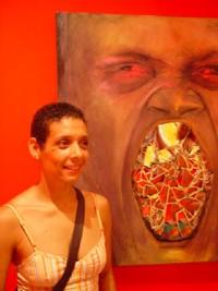 Marie-Louise devant l'un de ses tableaux